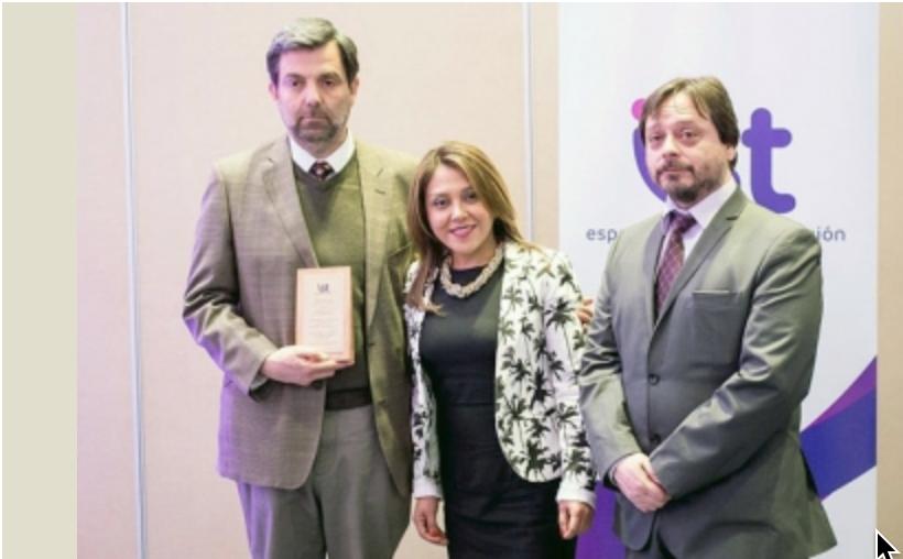 """Gerente Zona Sur ICV, Sr. Ricardo Olea Portales, es galardonado con el premio """"Trayectoria Ejecutiva en el Cuidado de la Vida"""", IST año 2016, XII Región."""